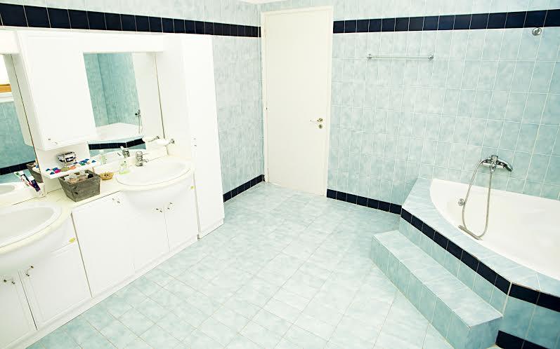 bathroom villa moby dick